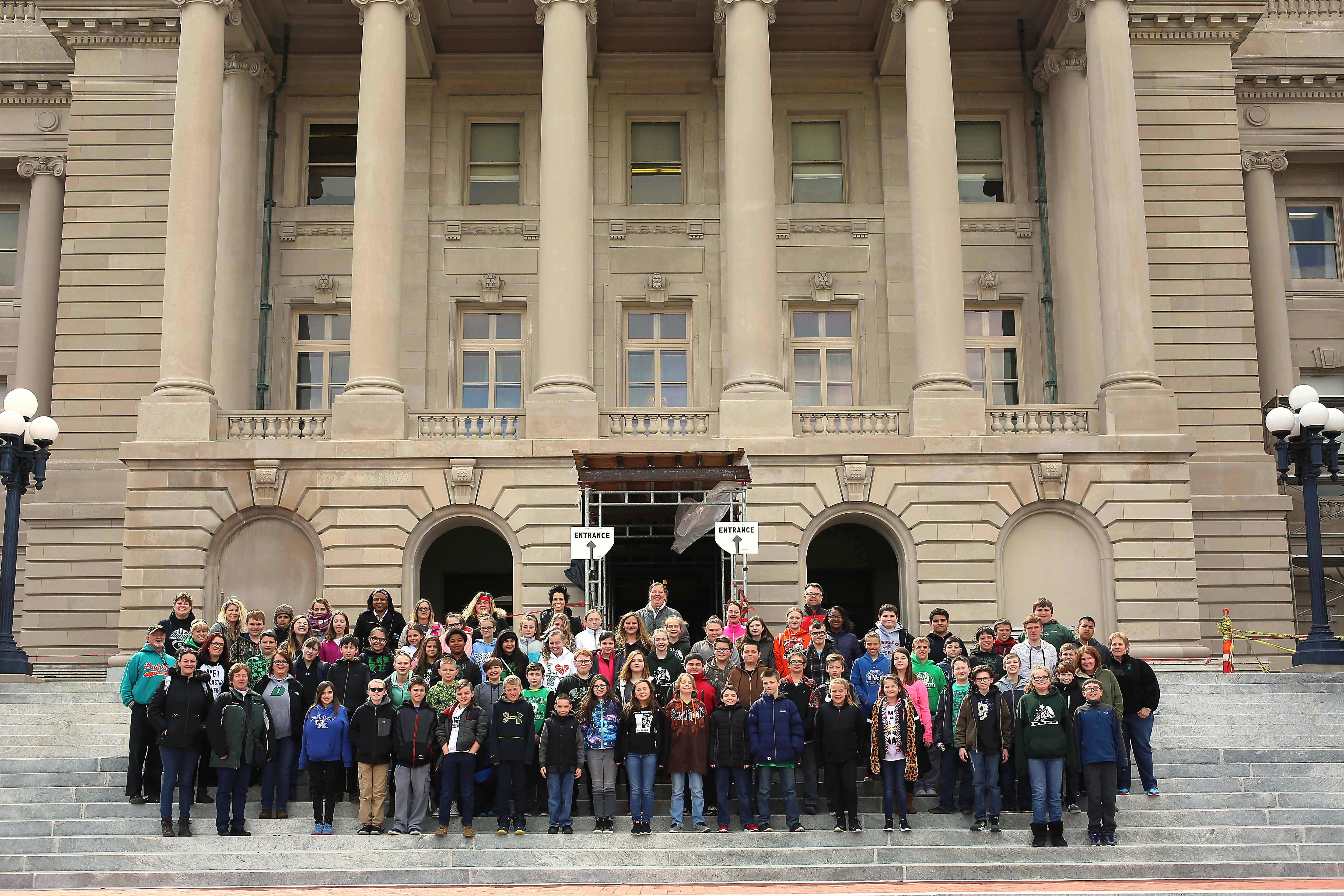 6th Grade pictured in front of Capital Building, Frankfort, KY